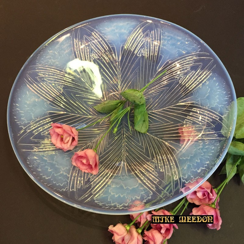 Rene Lalique opalescent glass charger Oeillets. (Circa 1932)